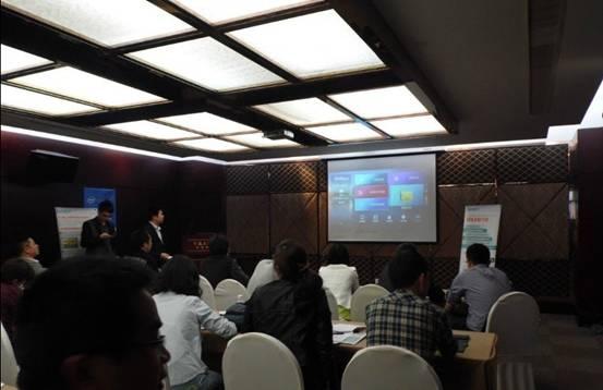 网络机顶盒,f视觉yiui等向到会人员进行了全方位推介,并详细讲解了影