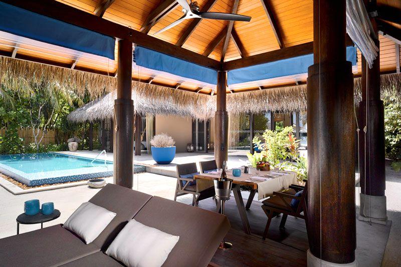维拉私人岛与2013年12月正式对外营业,岛屿呈椭圆形的小岛,占地面积16公顷。正如岛屿的名字一样,在众多的私人岛屿中,维拉私人岛是极少数真正私有的岛。维拉私人岛为客人提供一个真正的隐私空间,运用灵活的时间,享受一流的服务。毕竟,Jiri花了太多的时间和精力在岛屿设计上,并希望自己能一直享受这种美妙的感觉,而不仅仅是一个星期或两个当您登上维拉私人岛的那时起,就仿佛置身于一个世外桃源红,与世隔绝,让人心旷神怡。在这里您将体验到前所未有的度假享受,生态时尚的豪华别墅、味道可口的国际美食、让人澎湃的各种活动、