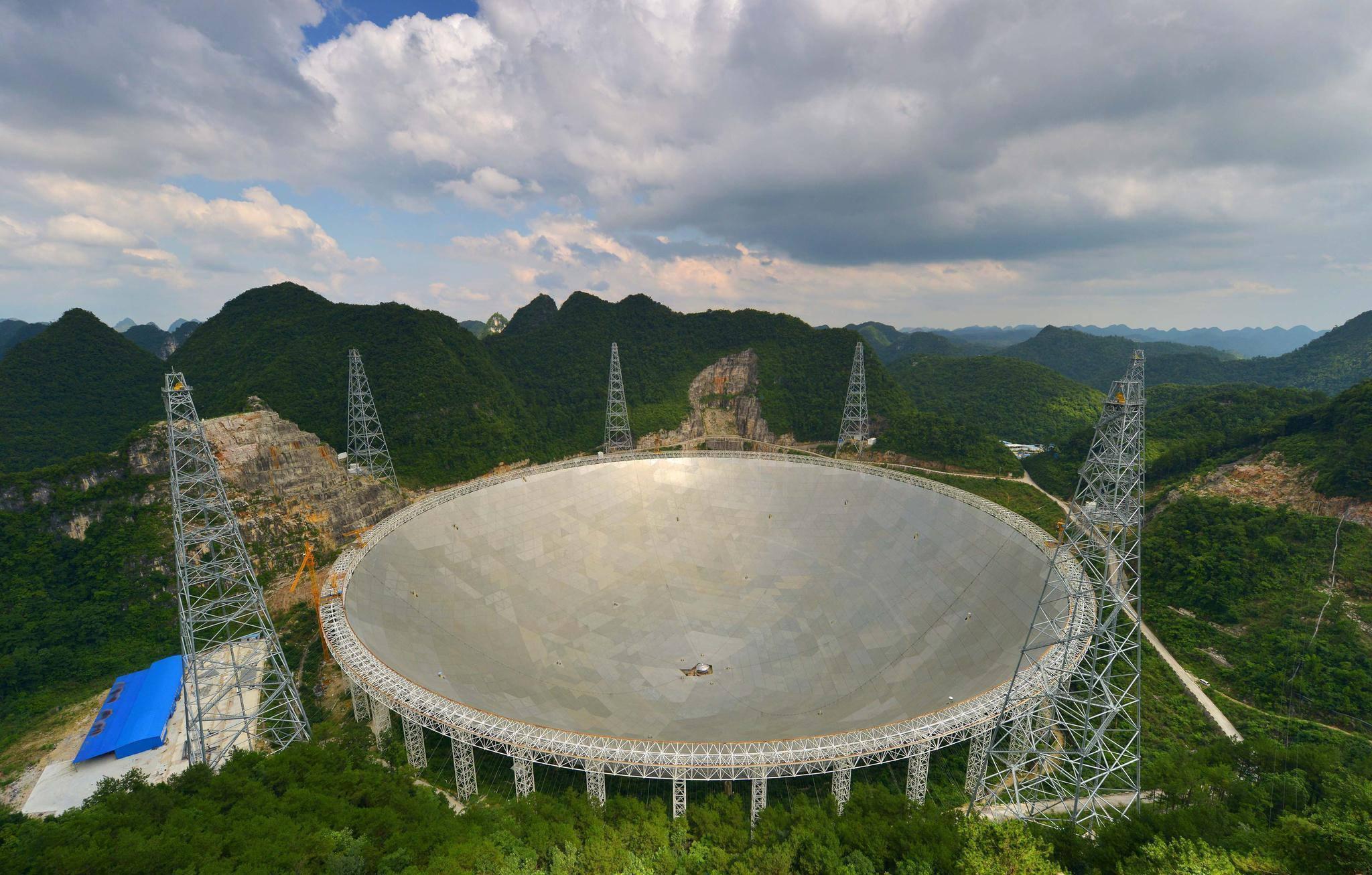 """坐落于贵州省黔南州平塘县的500米口径球面射电望远镜被誉为""""中国天眼"""
