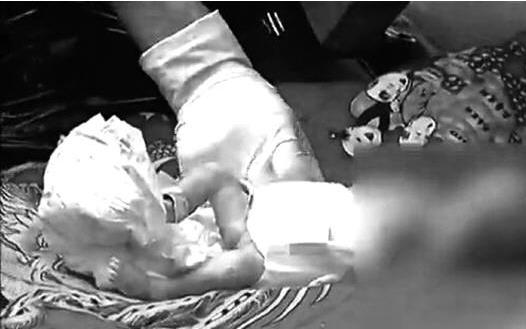 最先发现垃圾桶里的弃婴