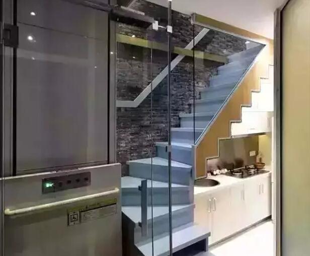 先是将房屋空间重新合理安排,再利用天窗的设计达到采光通风的目的