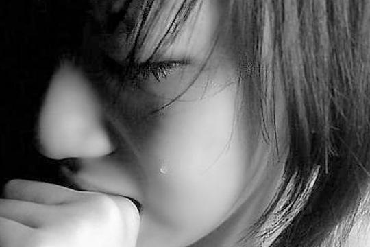 强的妻子崩溃大哭