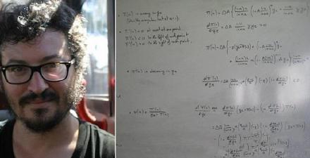 他在机舱等候飞机起飞时,拿出纸笔演算一条数学微积分公式,讵料邻座